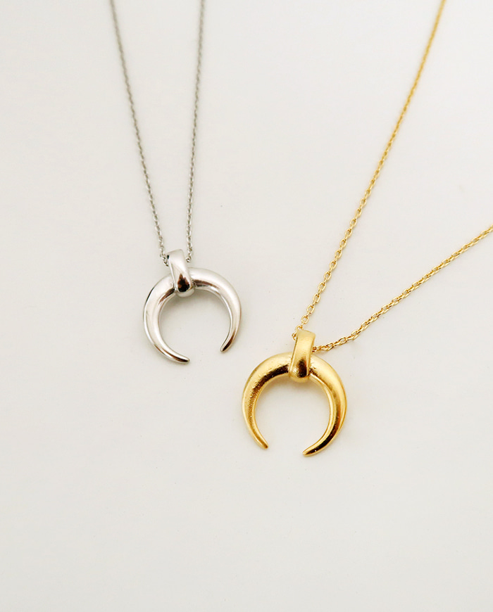 Catch moon necklace (2color) N 13