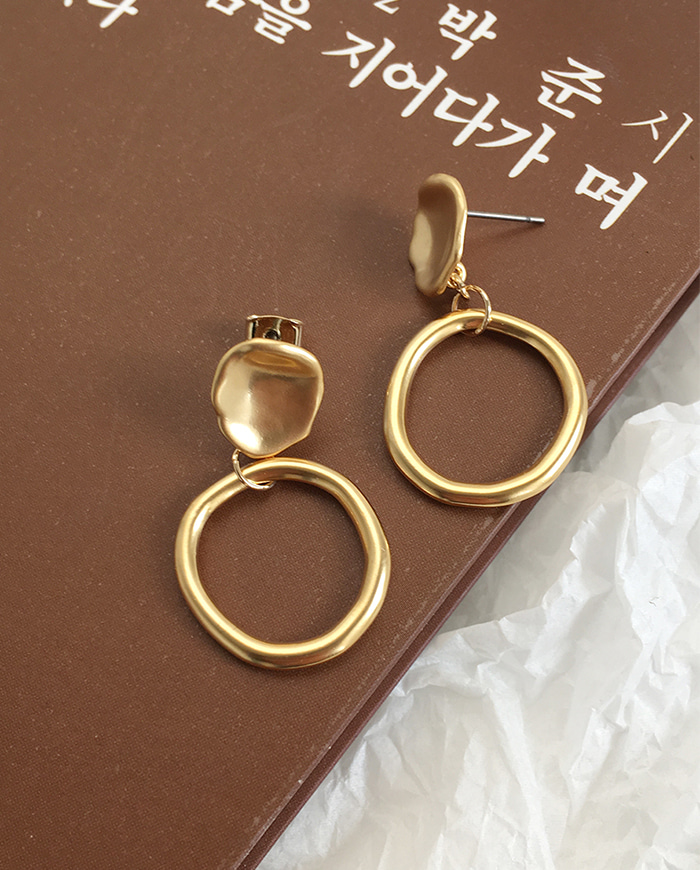 Bleed one earring E196