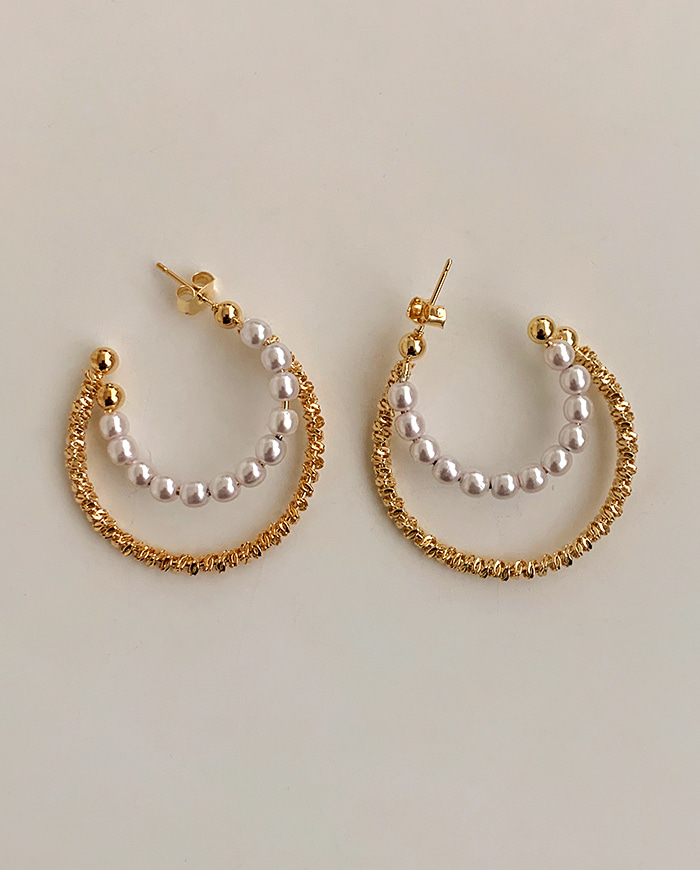 Gold pearl earrings E 224
